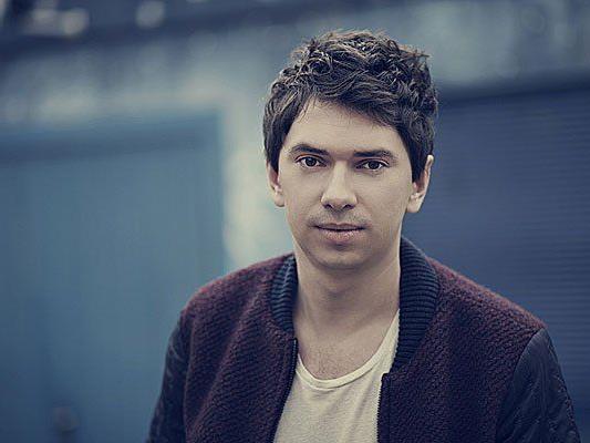 Julian LePlay tritt im Donau Zentrum auf