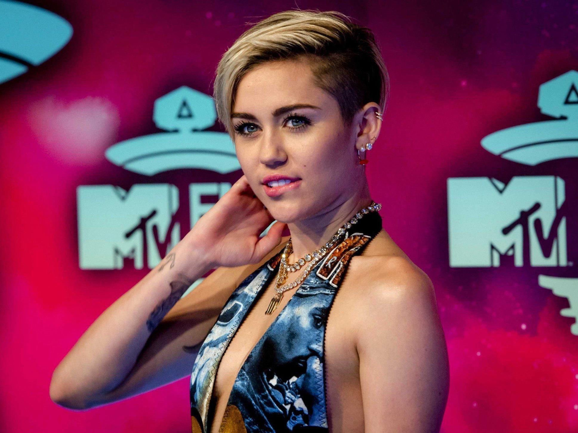 """Miley Cyrus präsentierte sexy Show beim Auftakt ihrer """"Bangerz""""-Tour in Vancouver."""