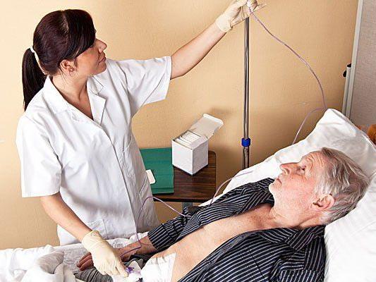 Steigerung von gut 1.000 auf 1.300 Plätze - Größter Bedarf im Gesundheits- und Pflegebereich.
