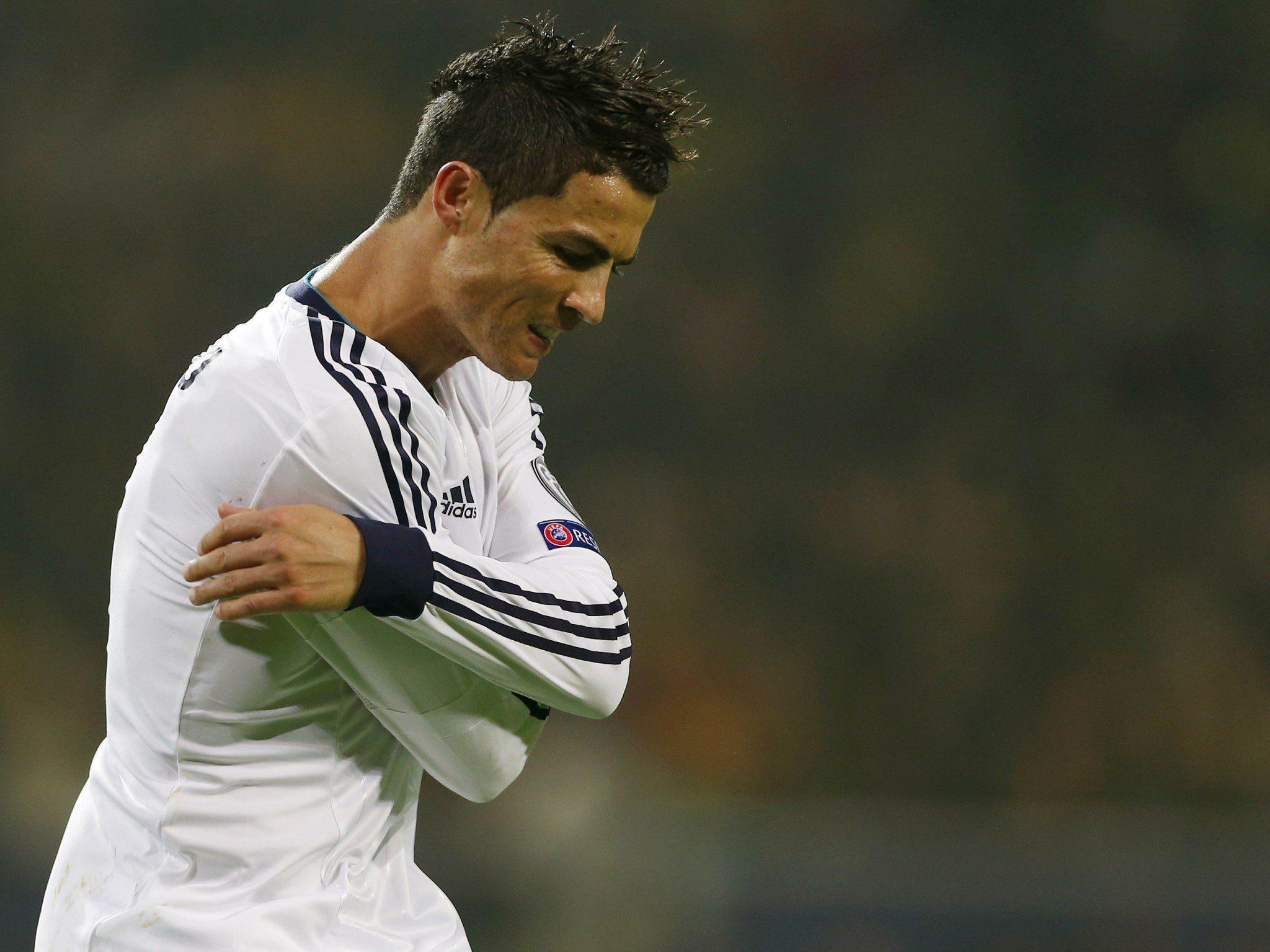 C. Ronaldo wurde während dem Spiel zwischen Atletico und Real Madrid von einem Feuerzeug am Kopf getroffen.