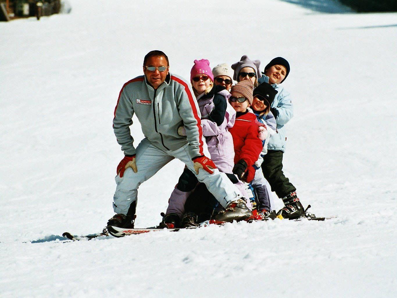 Kurzurlaub im Waldheimathof: Skispaß für die gesamte Familie gewinnen.