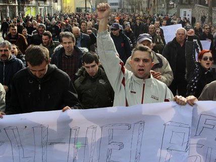 Für die Demonstranten in Bosnien (s. Bild) wurde in Wien Solidarität bekundet.