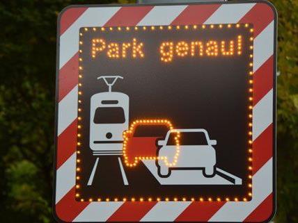 Mit diesen Hinweistafeln will man Autofahrer auf das Problem aufmerksam machen.