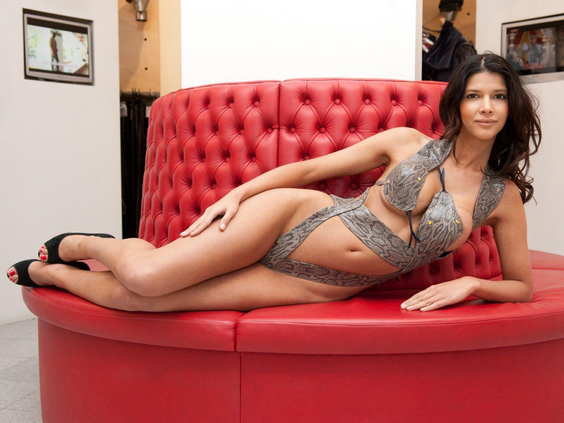 Tauschte das rote Sofa mit einem Rodel ein: Micaela Schäfer.