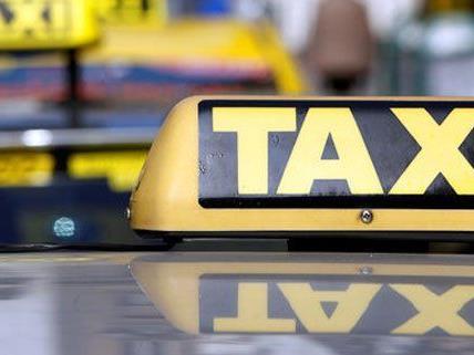 Der Taxifahrer wurde beim Schleppen erwischt.