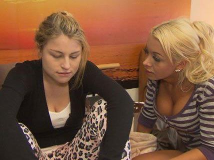 Theresa bekommt von Vanessa Zuspruch und Unterstützung.
