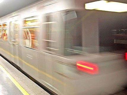Die Männer wurden beschuldigt, den 18-Jährigen in einer U-Bahnstation ausgeraubt zu haben.