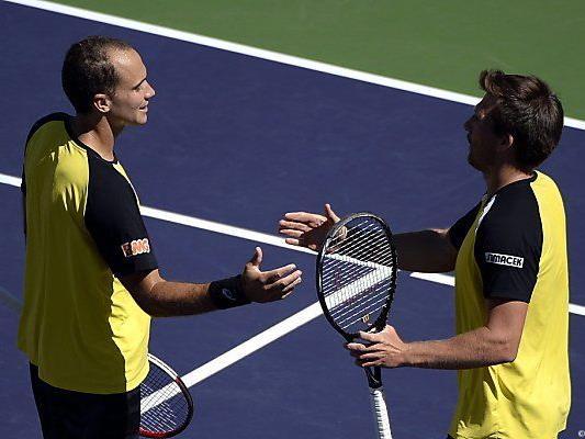Soares und Peya (r.) klatschen nach Finaleinzug ab