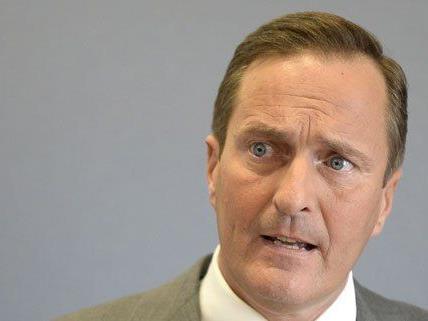 Manfred Jurazka kritisiert die derzeitigen Regelungen für Befragungen.