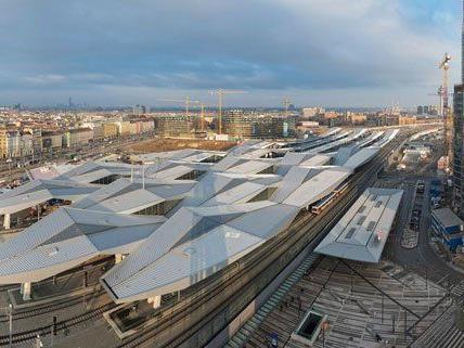 Wiener Hauptbahnhof - 7.000 Tonnen Stahl: Rautendach fertiggestellt
