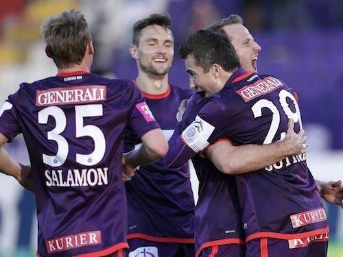 Tomas Jun (FK Austria Wien, 2.vr) jubelt mit Thomas Salamon, James Holland und Markus Suttner nach seinem Treffer zum 1:0