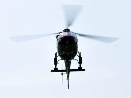Mit einem Hubschrauber wurde die Leiche des Verunglückten geborgen.