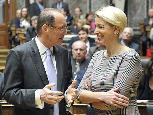 Der Vizepräsident des europäischen Parlaments und Spitzenkanditat der ÖVP zur EU-Wahl Othmar Karas und NEOS Spitzenkanditatin Angelika Mlinar