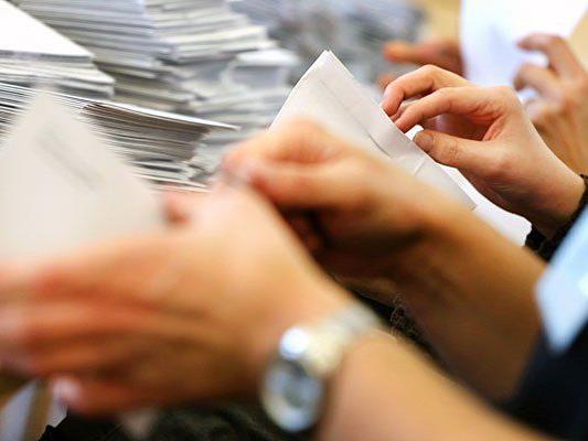Die Auswertung der eingelangten Kuverts der Bürgerbefragung zur Mariahilfer Straße im Magistratischen Bezirksamt für den 6. und 7. Bezirk am Freitag