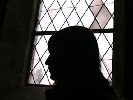 Vater soll unmündige Tochter 1.370 Mal missbraucht haben: Prozess