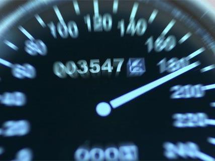 Mit stark überhöhter Geschwindigkeit raste der Jugendliche durch Wien