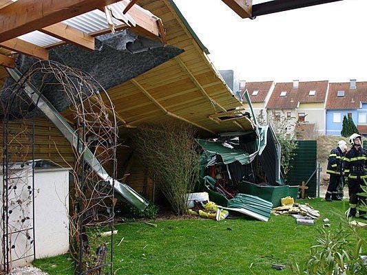 Sturmschaden an einem Dach in Wiener Neustadt