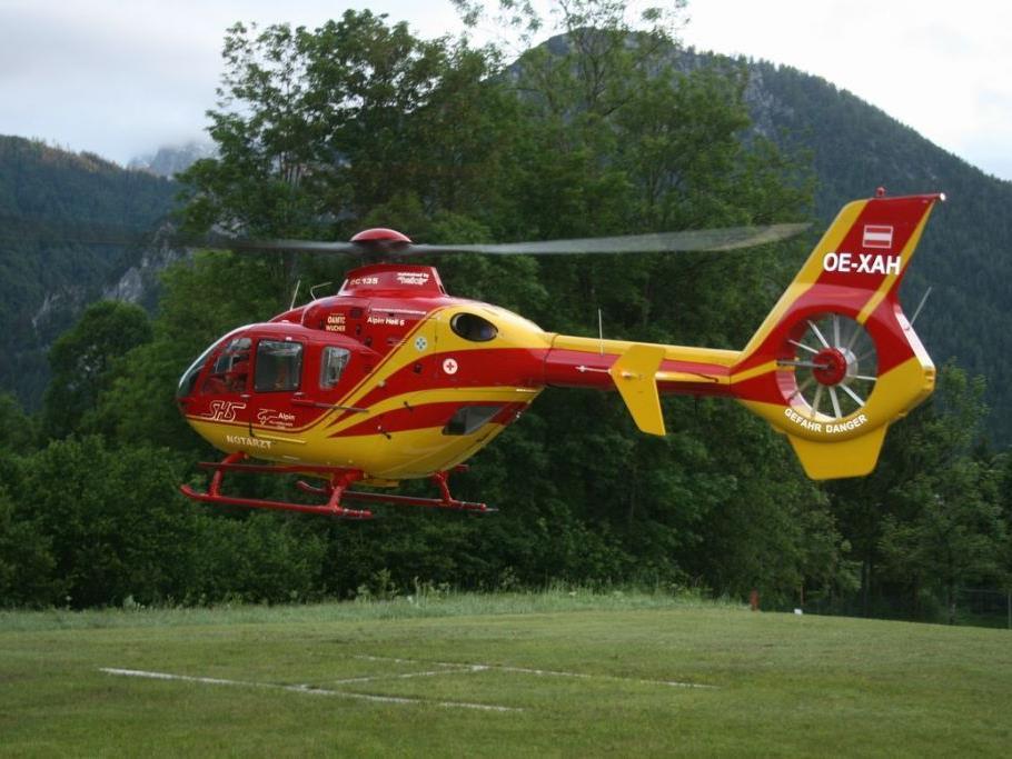 Ein Tiroler liegt nach einem schweren Unfall in einer Kletterhalle im UKH Salzburg