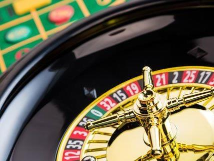 Ein Bankangestellter soll Kundengelder im Casino verspielt haben.