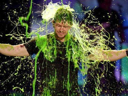 Mark Wahlberg bekam eine Schleimdusche ab.