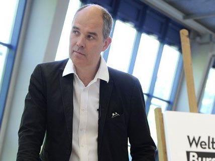 Matthias Hartmann will gegen seine Entlassung vorgehen.