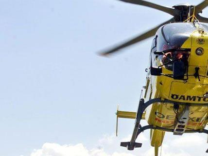 Mit dem Rettungshubschrauber wurde der Verletzte ins Spital gebracht.