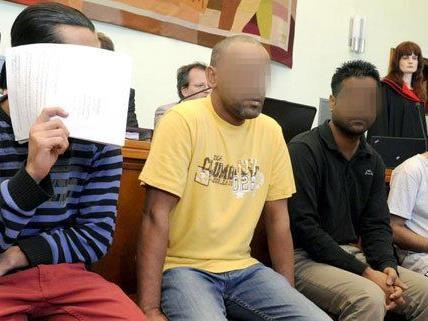 Angeklagte beim Schlepper-Prozess in Wiener Neustadt.