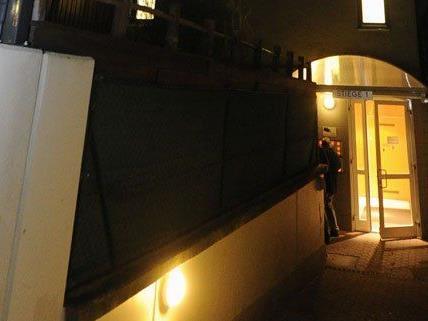 In diesem Wohnhaus fand die Polizei die Schwerverletzten.