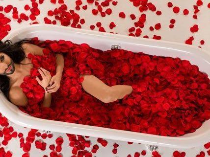 """Conchita Wurst zeigt im Video zu """"Rise like a Phoenix"""" viel Haut."""