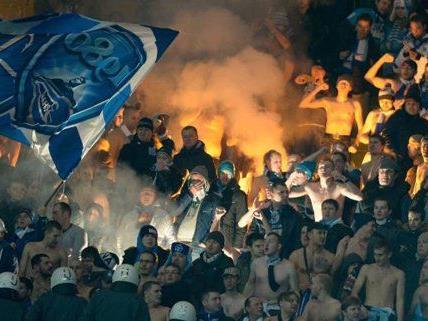 Die russischen Fans hätten beinahe einen Spielabbruch proovizert.
