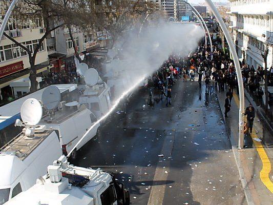 Hartes Vorgehen der Polizei in Ankara