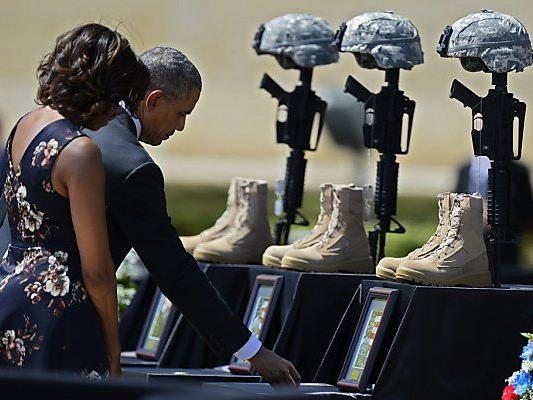 Ehepaar Obama erwies Soldaten die letzte Ehre