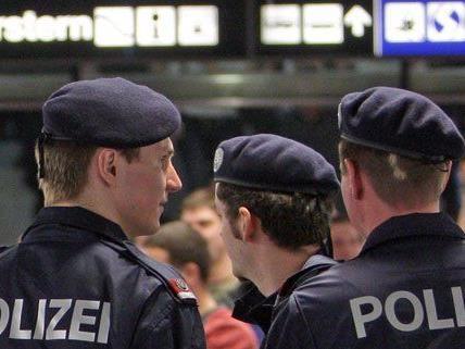 Wien - Leopoldstadt : Lebensrettung durch Polizeibeamte