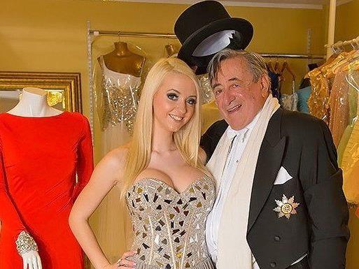 """Richard Lugner und sein """"Spatzi"""" Cathy beim Kleiderkauf für den Opernball 2014."""