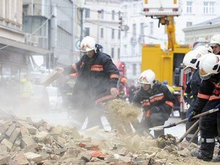 Hauseinsturz in Wien - Feuerwehr-Einsatz wird am Montag beendet