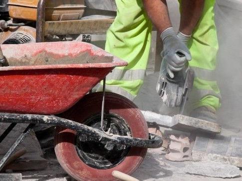 Auf der A21 finden Bauarbeiten statt