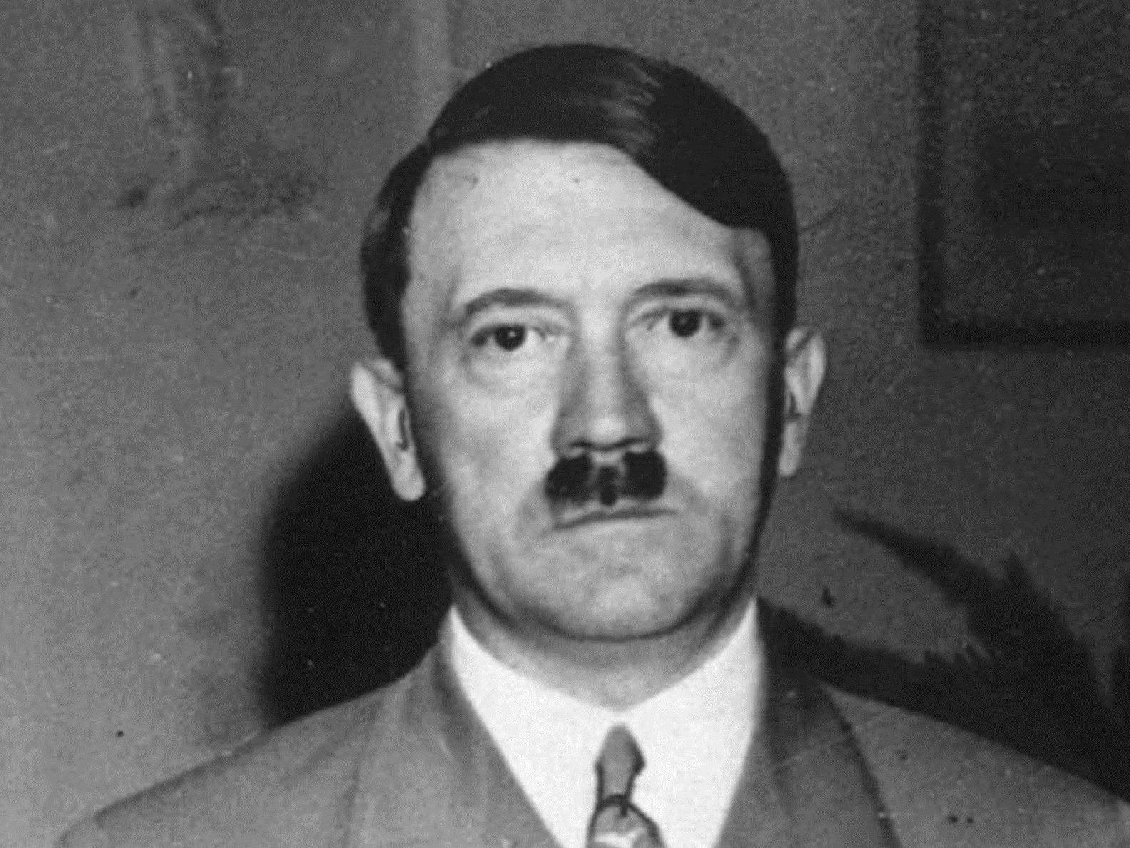 Anscheinend sei das Hitler-Porträt auf der Tasse weder beim Einkauf noch beim Einräumen aufgefallen.