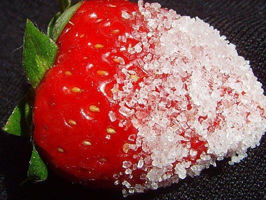 Dass er seine Erdbeeren auf Firmenkosten zuckerte, kam den Plachutta-Mitarbeiter teuer zu stehen