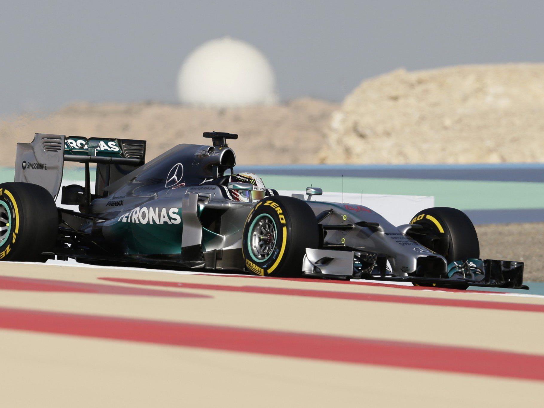 Mercedes AMG Fahrer Lewis Hamilton geht top motiviert in den Formel 1 Grand Prix von Bahrain 2014.
