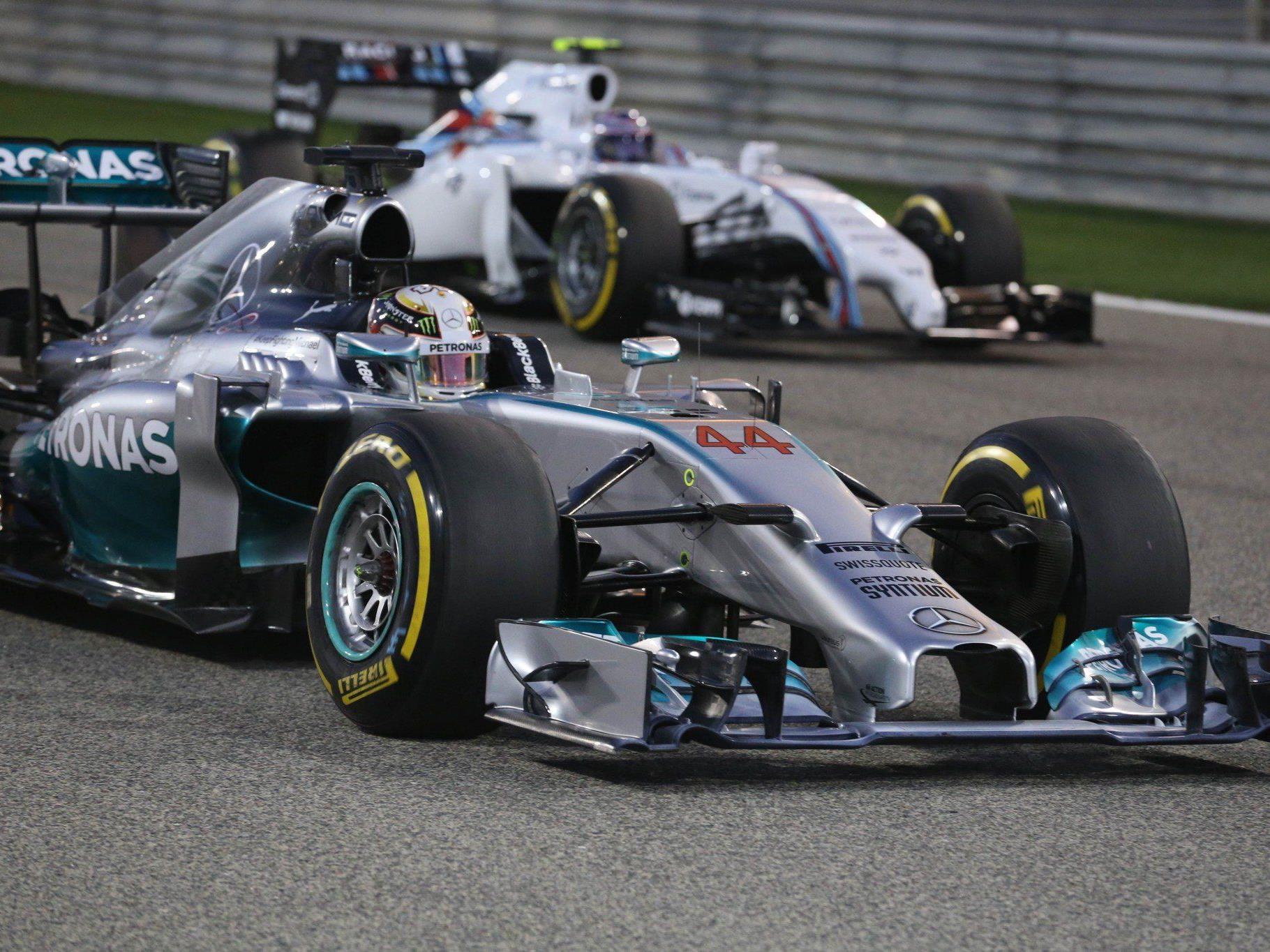 Engländer Hamilton entschied packendes Mercedes-Duell für sich - Rosberg weiter WM-Leader.