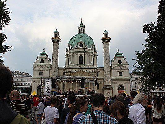 Die Massen strömen alljährlich zum Popfest auf den Wiener Karlsplatz