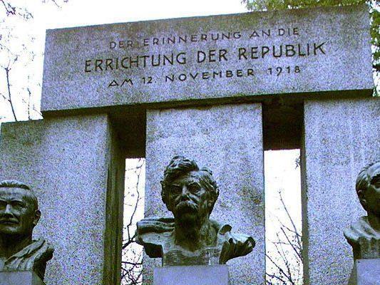 Das Denkmal der Republik neben dem Parlament in Wien