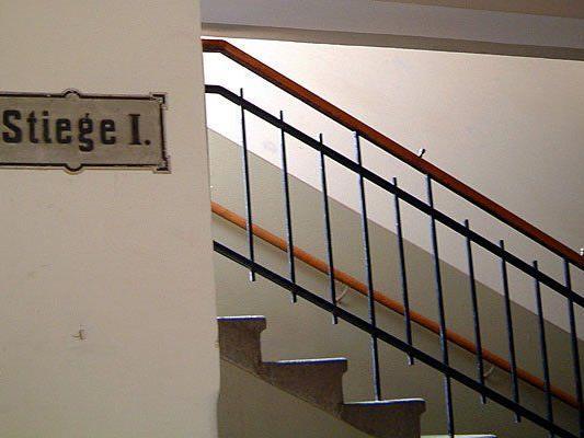 In einem Stiegenhaus in Ottakring fand man einen Mann tot auf