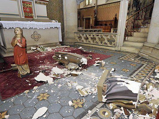 Zerstörung von Statuen und Kircheneinrichtungen in der Lazaristenkirche in Wien-Neubau