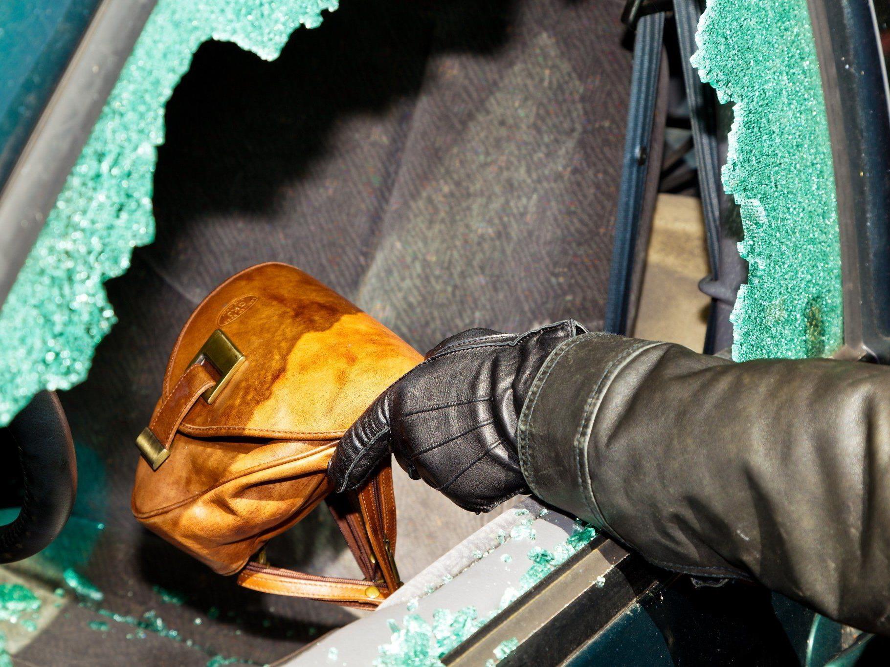 Aus einem auto in Balzers wurde eine Geldbörse gestohlen