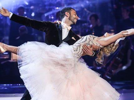 "Aufatmen bei ""Dancing Stars"": Kein Paar musste die Sendung verlassen."