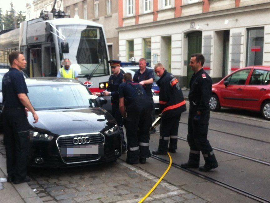 Ein Falschparker blockierte in Wien-Hernals den Öffi-Verkehr.