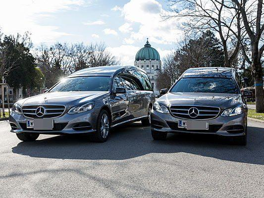 Zwei der neuen Limousinen der Bestattung Wien