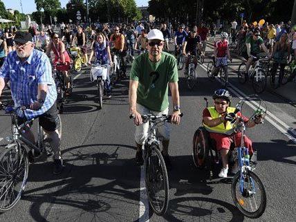 9.000 Teilnehmer bei Radlerparade am Wiener Ring