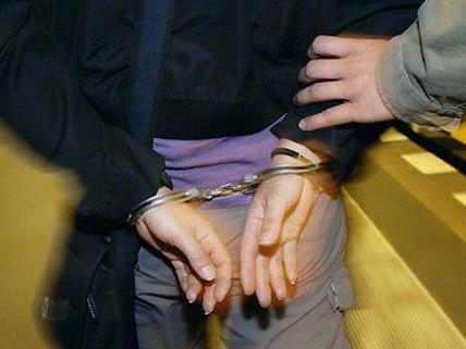 Ein Mann und eine Frau wurden festgenommen.